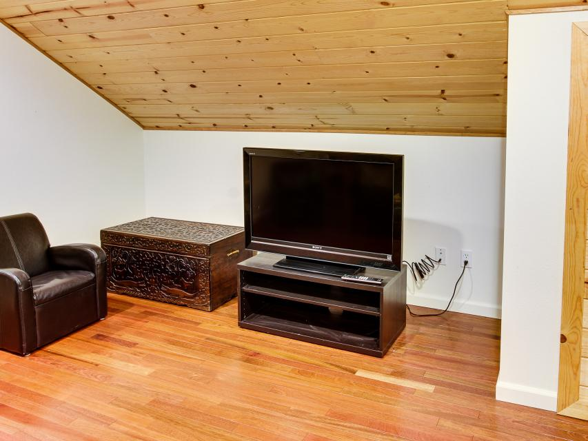 The Sharp Cabin - Rhododendron Vacation Rental - Photo 20