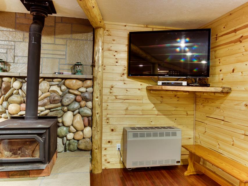 The Sharp Cabin - Rhododendron Vacation Rental - Photo 9