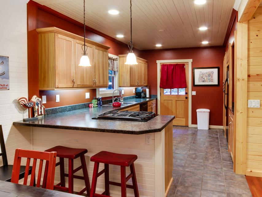 The Sharp Cabin - Rhododendron Vacation Rental - Photo 11