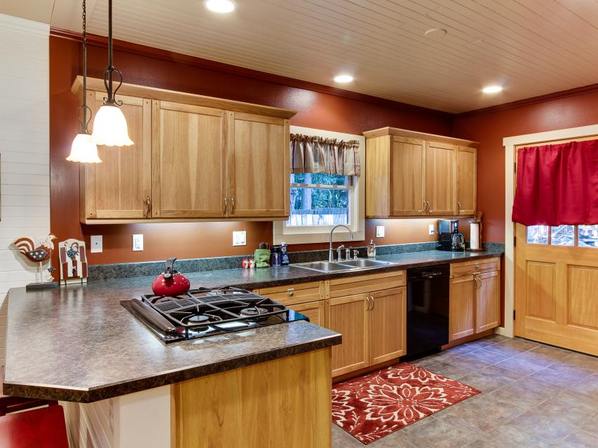 The Sharp Cabin - Rhododendron Vacation Rental - Photo 12