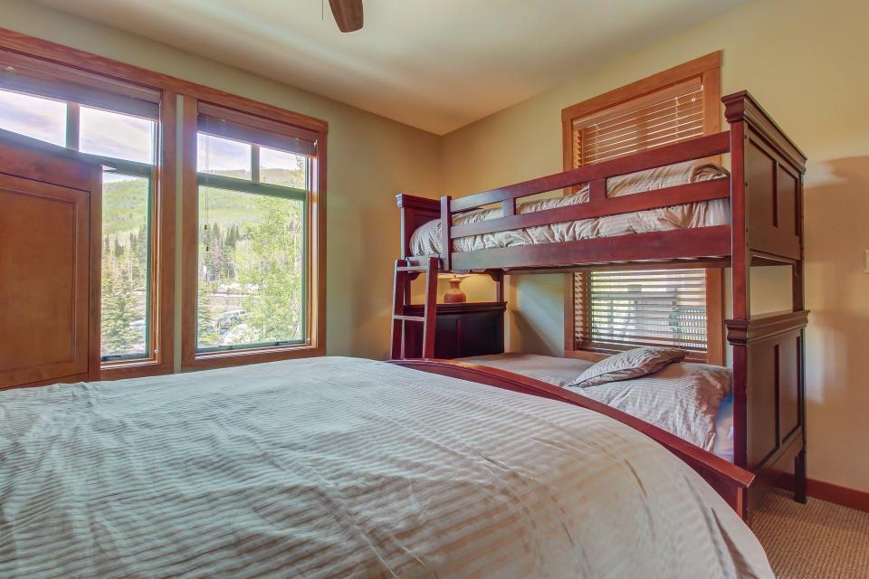 Eagle Springs West 102: Song Sparrow Suite - Solitude Vacation Rental - Photo 16