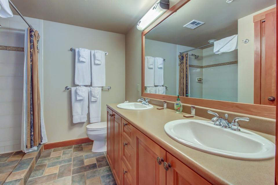 Eagle Springs West 102: Song Sparrow Suite - Solitude Vacation Rental - Photo 22