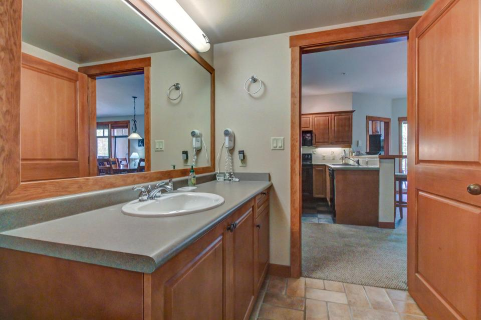 Eagle Springs West 102: Song Sparrow Suite - Solitude Vacation Rental - Photo 10