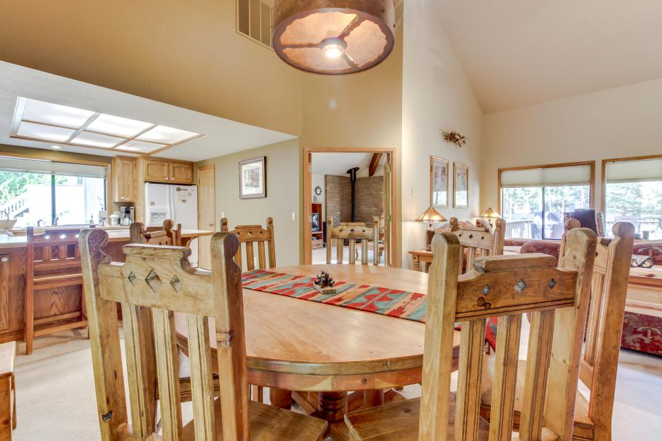 Big Leaf Lane 04 | Discover Sunriver - Sunriver Vacation Rental - Photo 11