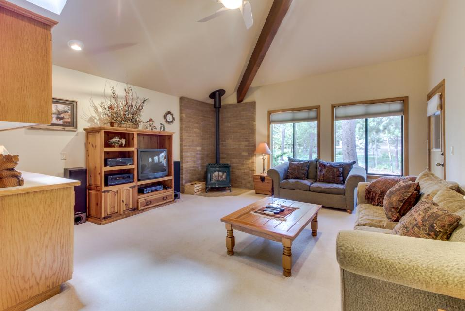 Big Leaf Lane 04 | Discover Sunriver - Sunriver Vacation Rental - Photo 12