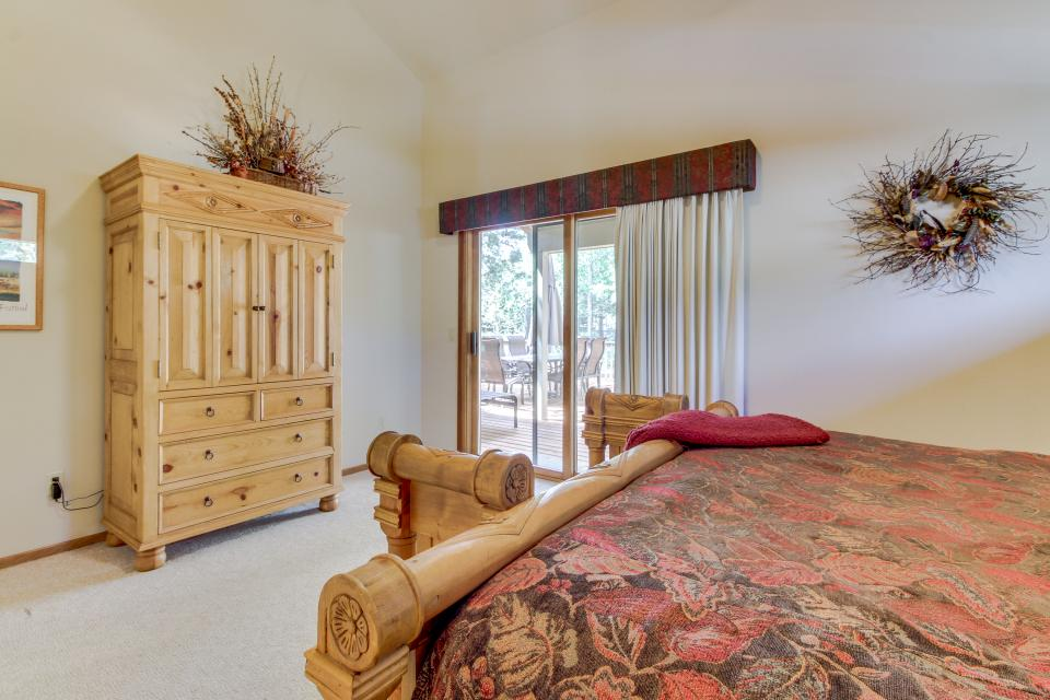 Big Leaf Lane 04 | Discover Sunriver - Sunriver Vacation Rental - Photo 15