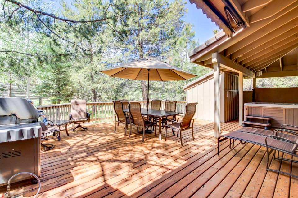 Big Leaf Lane 04 | Discover Sunriver - Sunriver Vacation Rental - Photo 1