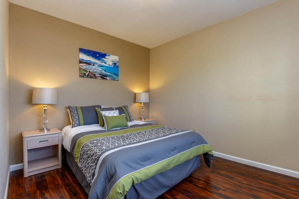 The Whale (Lower) - Lincoln City Vacation Rental - Photo 10