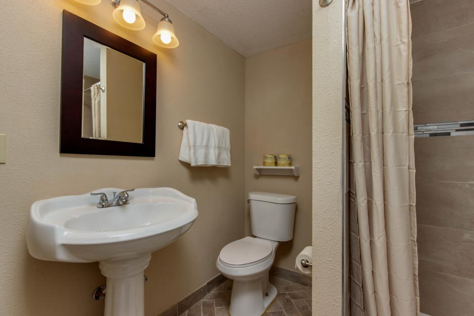 The Whale (Lower) - Lincoln City Vacation Rental - Photo 11