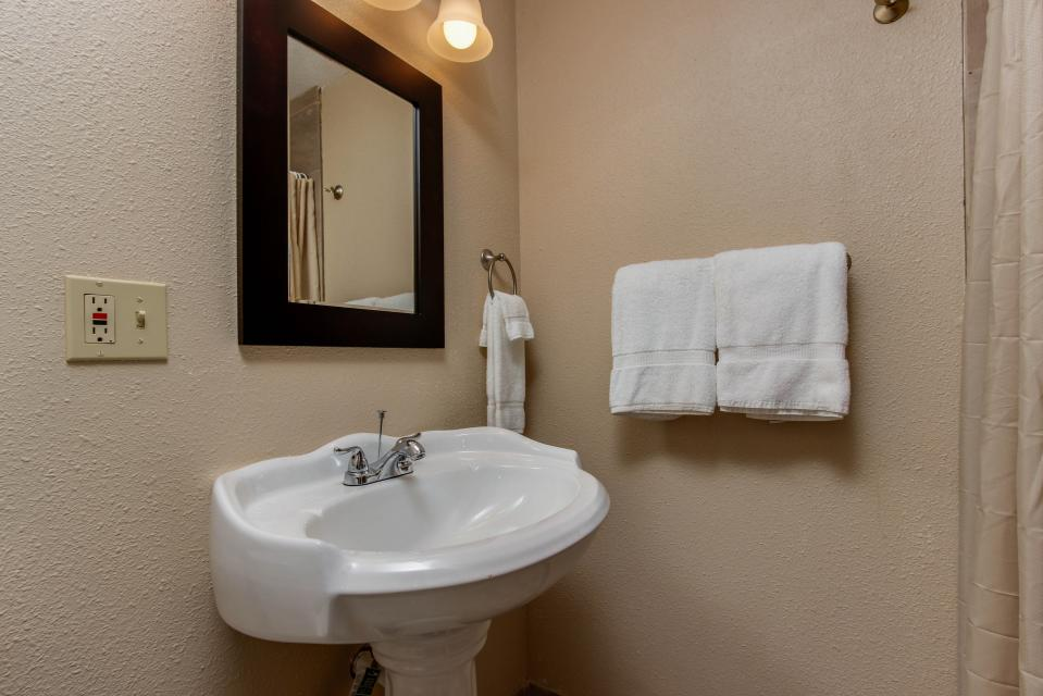 The Whale (Lower) - Lincoln City Vacation Rental - Photo 8
