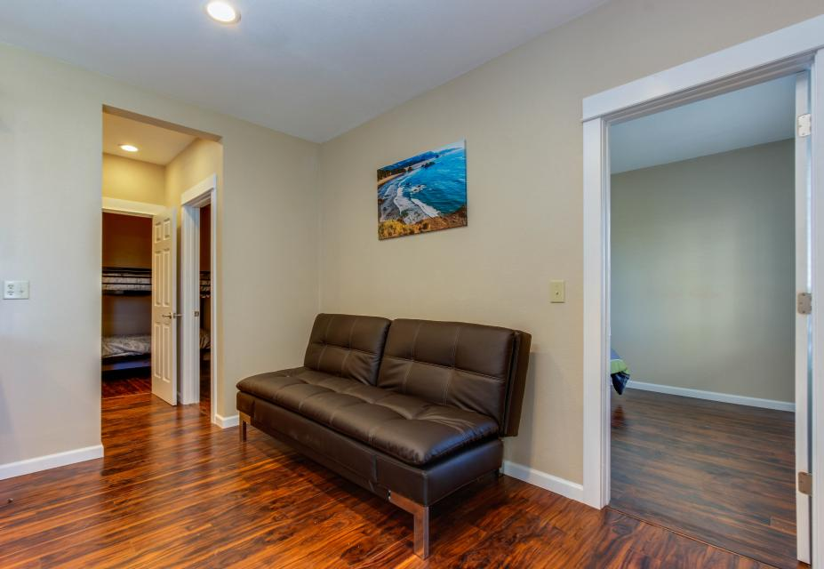 The Whale (Lower) - Lincoln City Vacation Rental - Photo 13