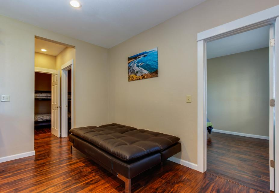 The Whale (Lower) - Lincoln City Vacation Rental - Photo 14
