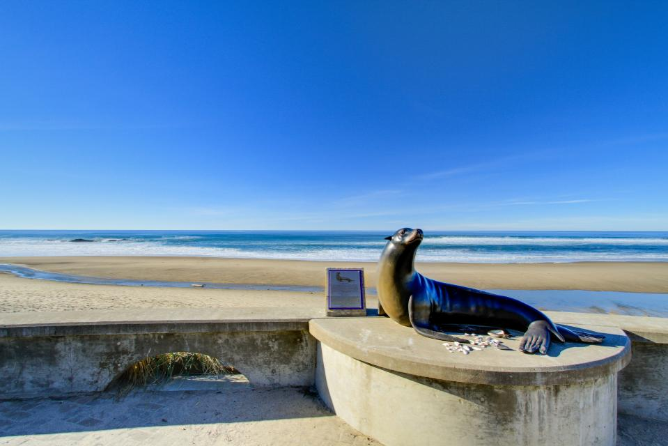 The Whale (Lower) - Lincoln City Vacation Rental - Photo 36