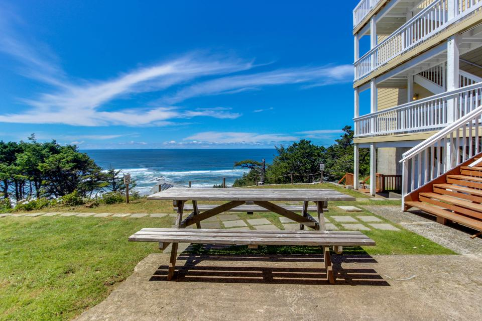 The Whale (Main & Lower) - Lincoln City Vacation Rental - Photo 2