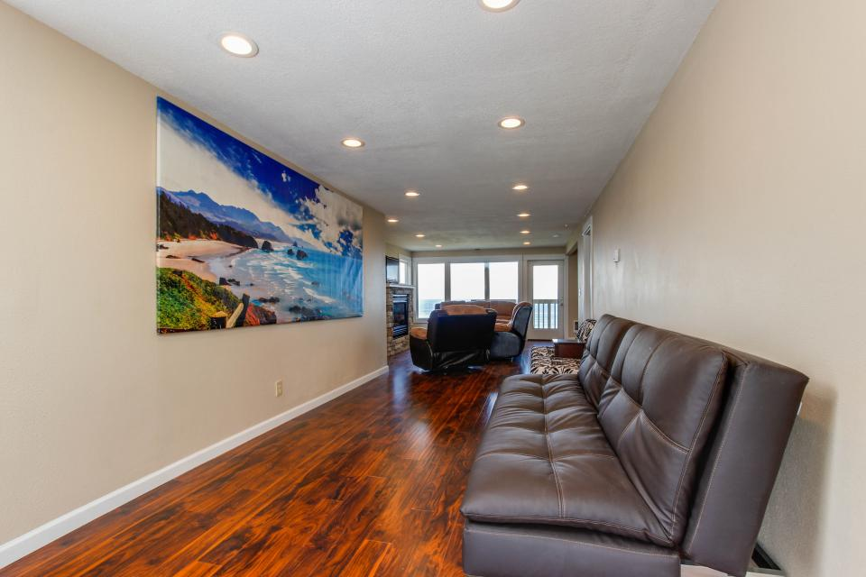 The Whale (Main & Lower) - Lincoln City Vacation Rental - Photo 4