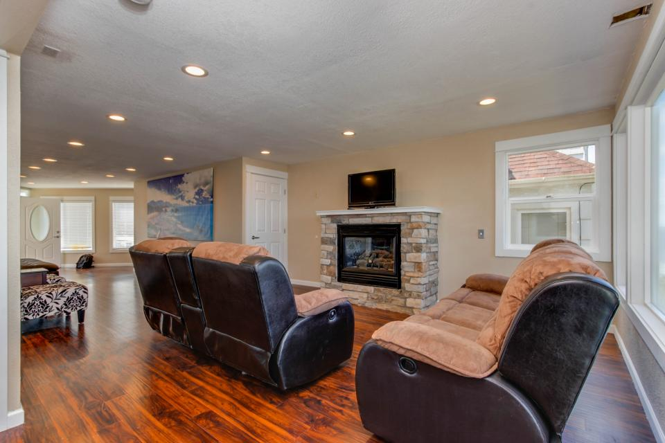 The Whale (Main & Lower) - Lincoln City Vacation Rental - Photo 1