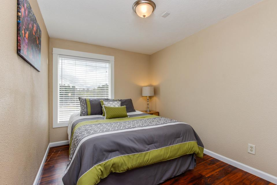 The Whale (Main & Lower) - Lincoln City Vacation Rental - Photo 9