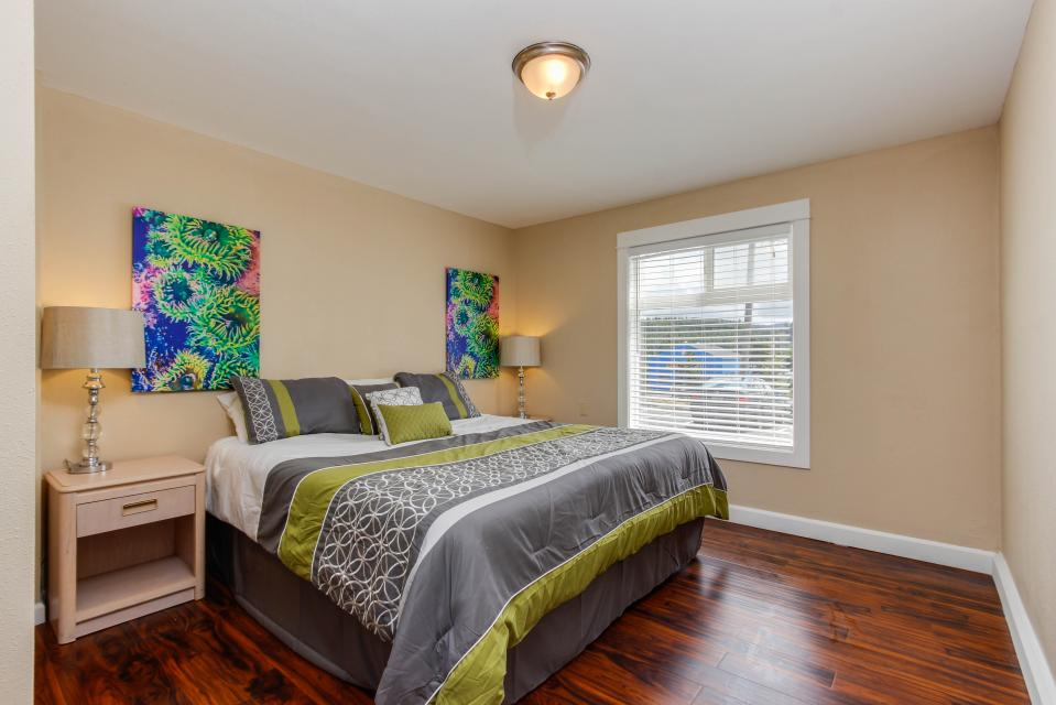 The Whale (Main & Lower) - Lincoln City Vacation Rental - Photo 11