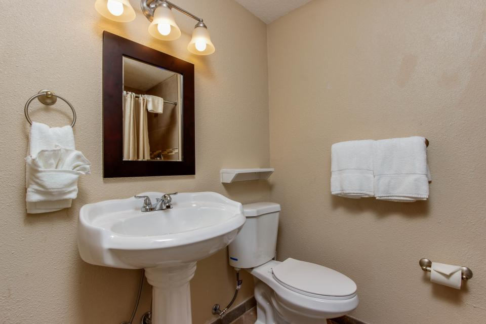 The Whale (Main & Lower) - Lincoln City Vacation Rental - Photo 14