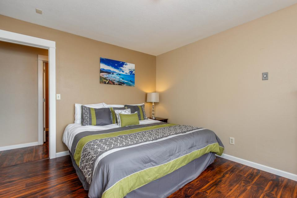 The Whale - Lincoln City Vacation Rental - Photo 6