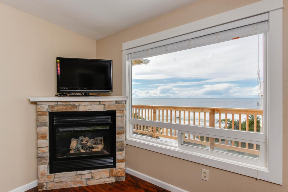 The Whale - Lincoln City Vacation Rental - Photo 7