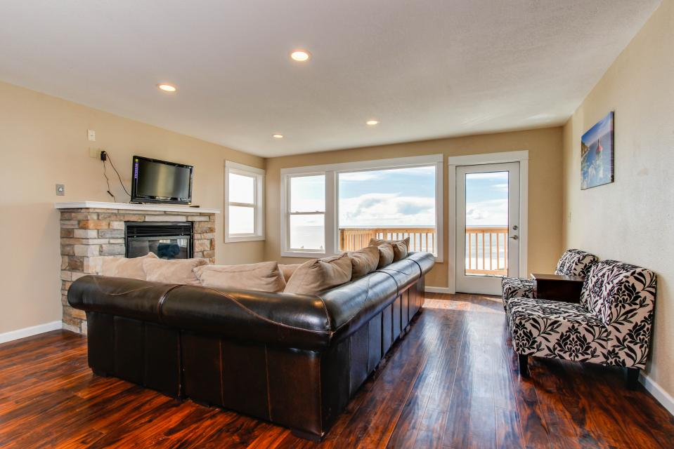 The Whale - Lincoln City Vacation Rental - Photo 2