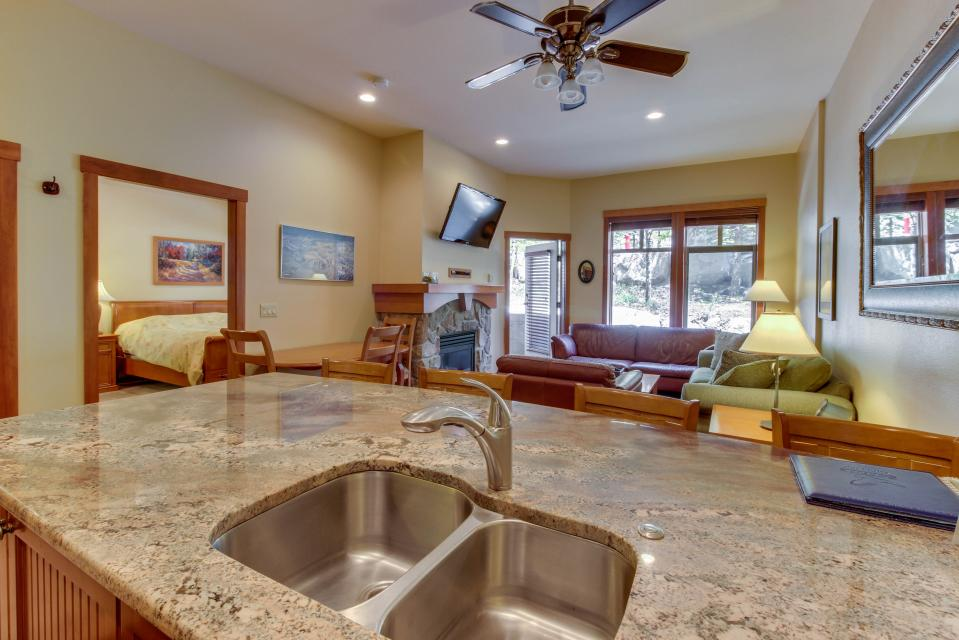 Eagle Springs East 107: Lady Fern Suite - Solitude Vacation Rental - Photo 21