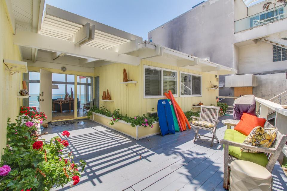 Malibu beach house 2 bd vacation rental in malibu ca for Malibu house for rent