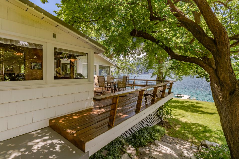 Schmitt Lakefront Getaway - Manson Vacation Rental