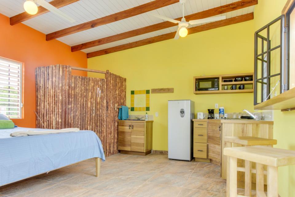 Oceanus Cabanas - Dangriga Vacation Rental - Photo 13