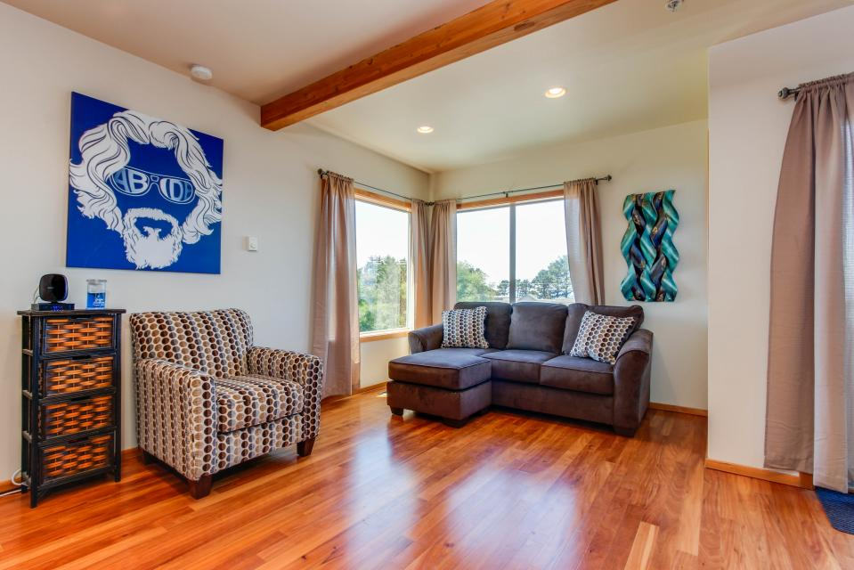 Just Beachy! - Depoe Bay Vacation Rental - Photo 1