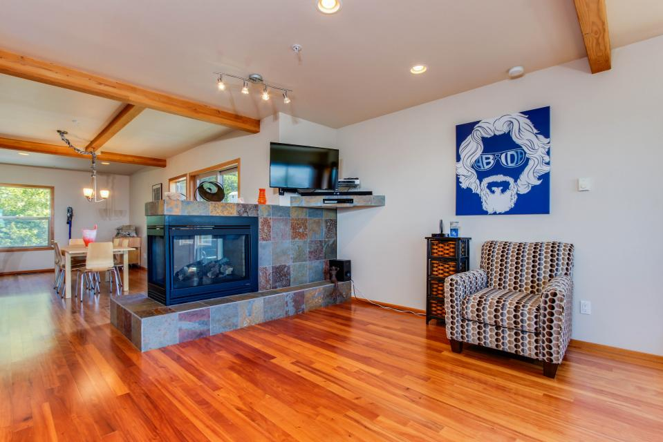 Just Beachy! - Depoe Bay Vacation Rental - Photo 3
