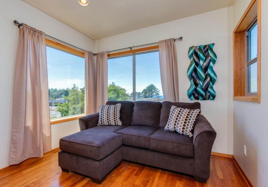 Just Beachy! - Depoe Bay Vacation Rental - Photo 2
