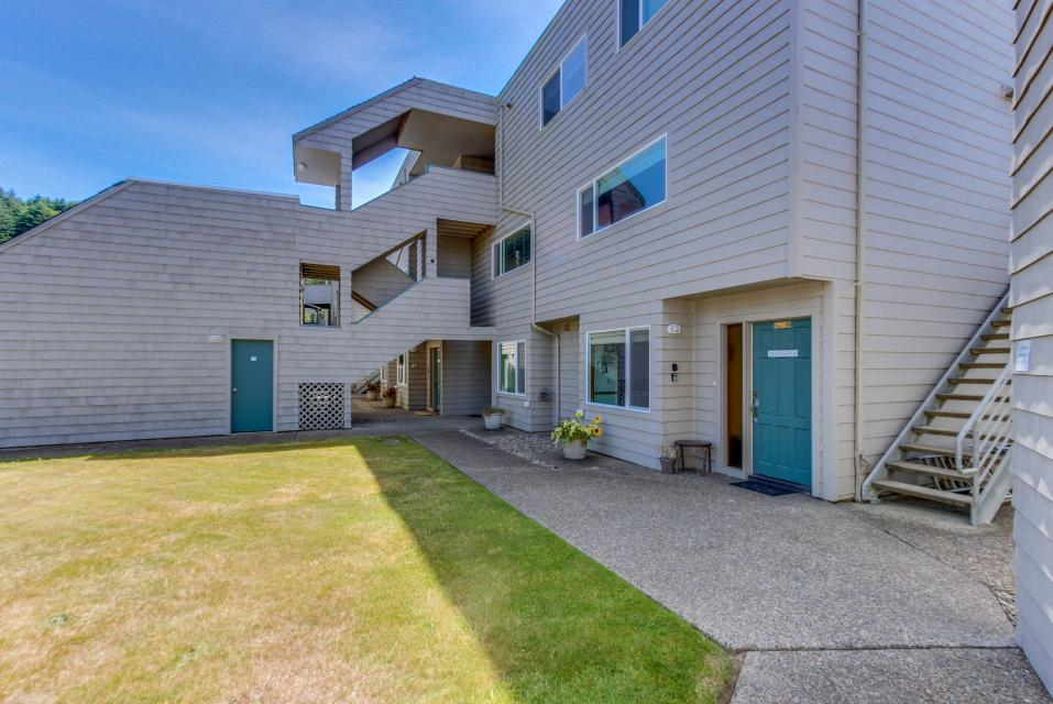 Whale Song of Depoe Bay - Depoe Bay Vacation Rental - Photo 18