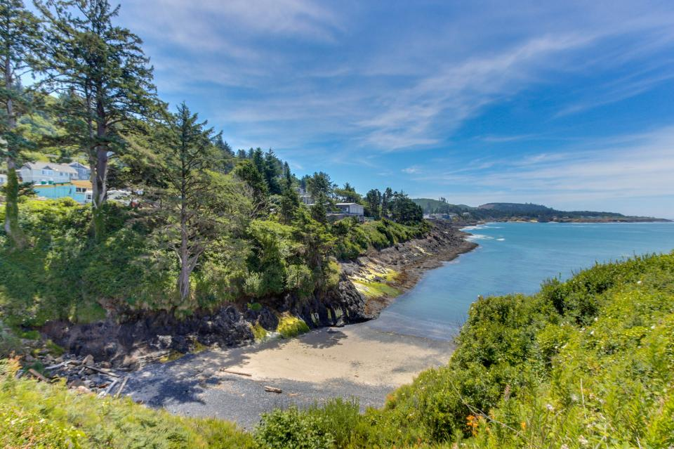Whale Song of Depoe Bay - Depoe Bay Vacation Rental - Photo 21
