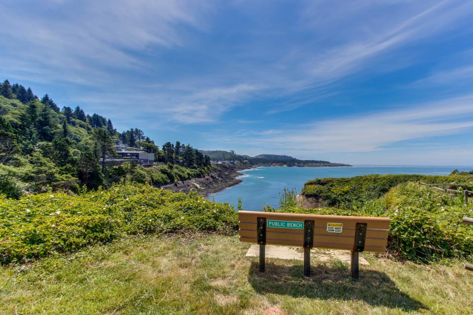 Whale Song of Depoe Bay - Depoe Bay Vacation Rental - Photo 19