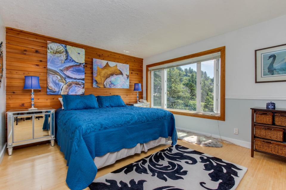 Whale Song of Depoe Bay - Depoe Bay Vacation Rental - Photo 12