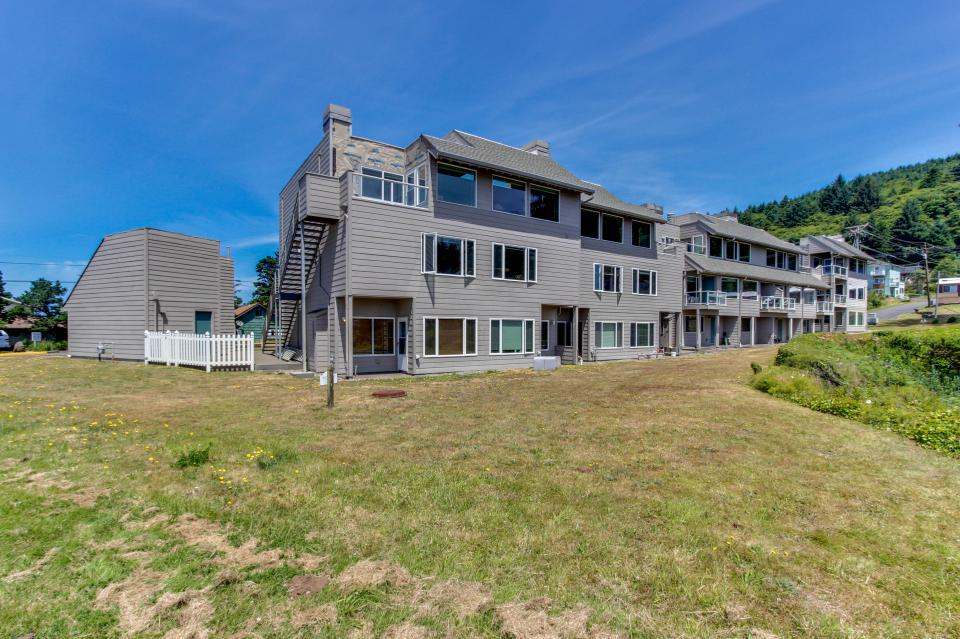 Whale Song of Depoe Bay - Depoe Bay Vacation Rental - Photo 22