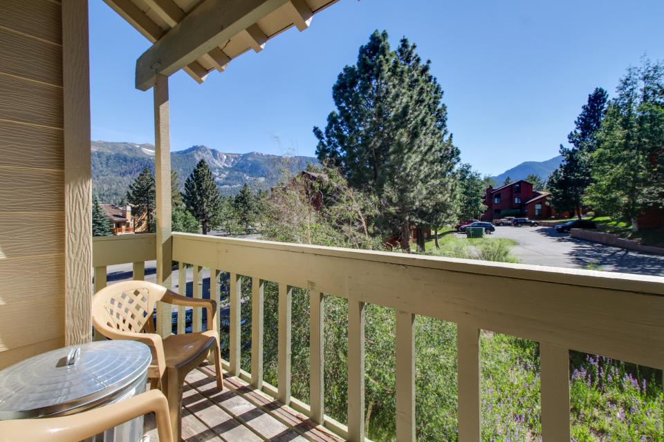 La Vista Chateau - Mammoth Lakes Vacation Rental - Photo 2