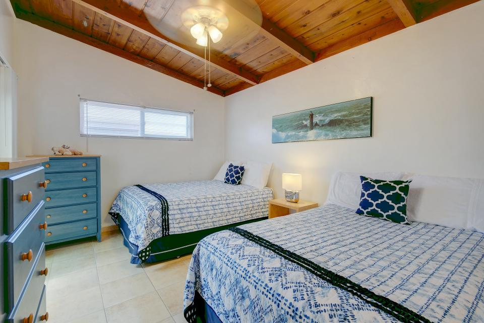 Mimi's and Nana's Beach House - San Diego Vacation Rental - Photo 11