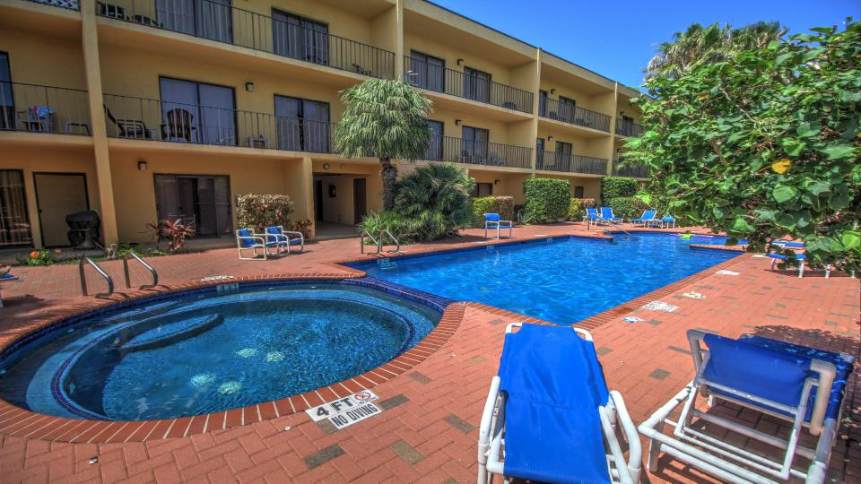 Ventura condominiums 201 1 bd vacation rental in south for Cabin rentals south padre island tx