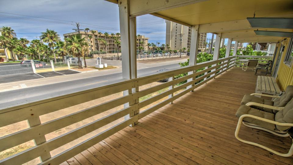 Dutch treat house upper level 1 bd vacation rental in for Cabin rentals south padre island tx