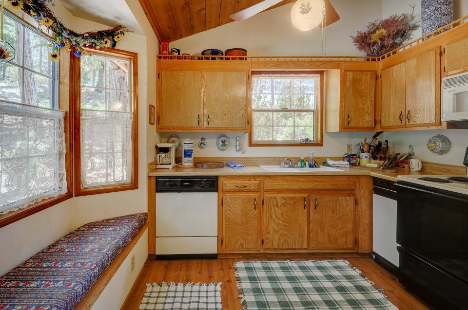 Rustic Pine Manor - Idyllwild Vacation Rental - Photo 4