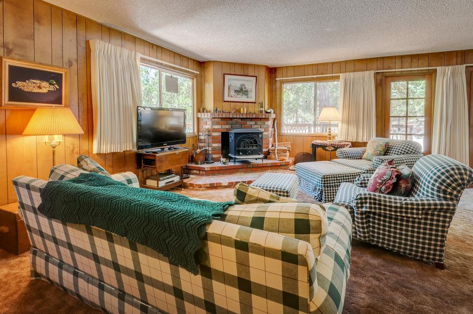 Rustic Pine Manor - Idyllwild - Take a Virtual Tour