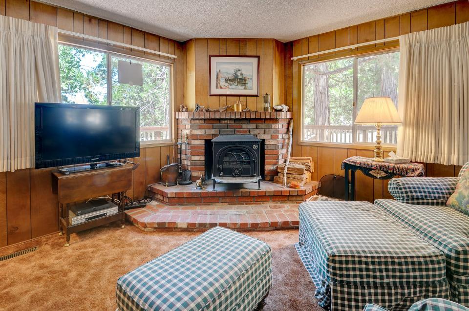 Rustic Pine Manor - Idyllwild Vacation Rental - Photo 10