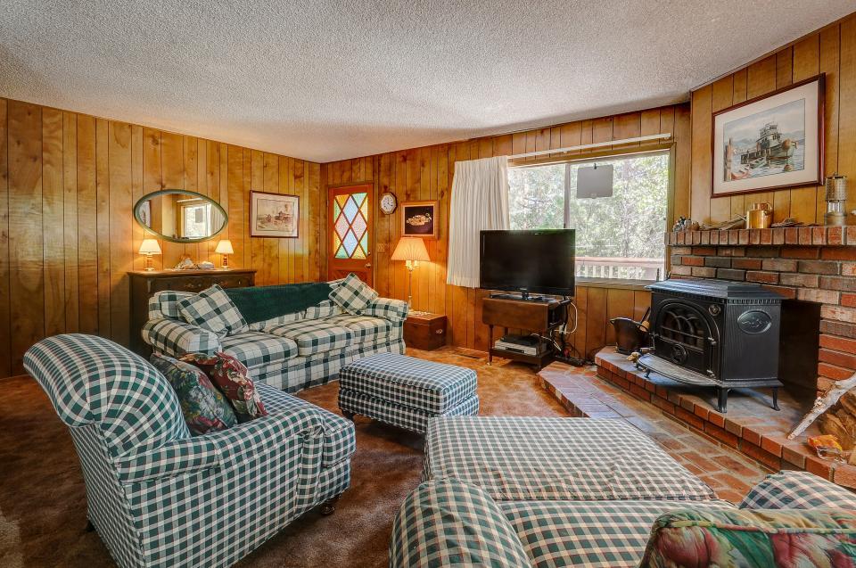 Rustic Pine Manor - Idyllwild Vacation Rental - Photo 11
