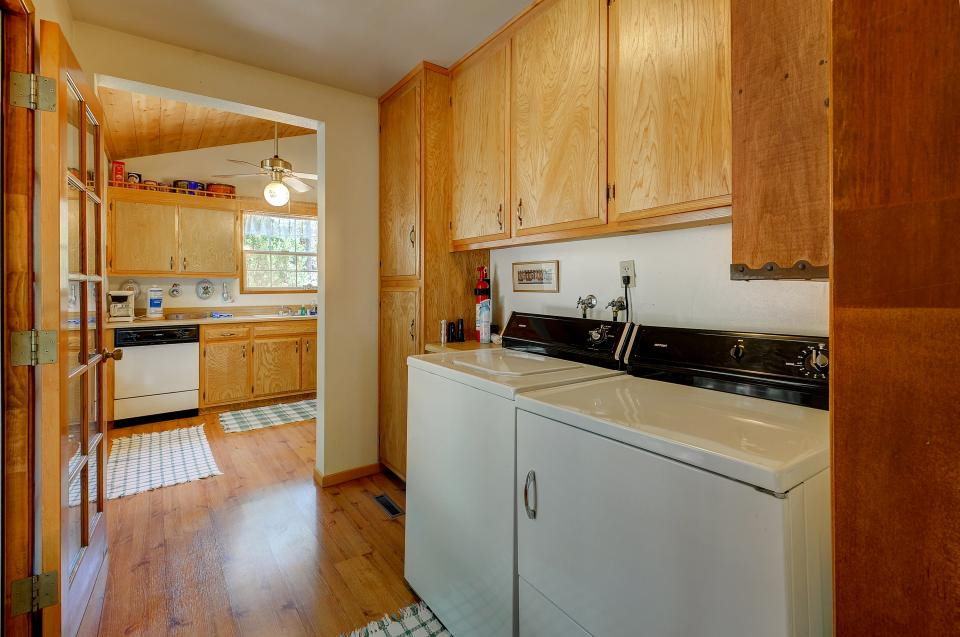 Rustic Pine Manor - Idyllwild Vacation Rental - Photo 12