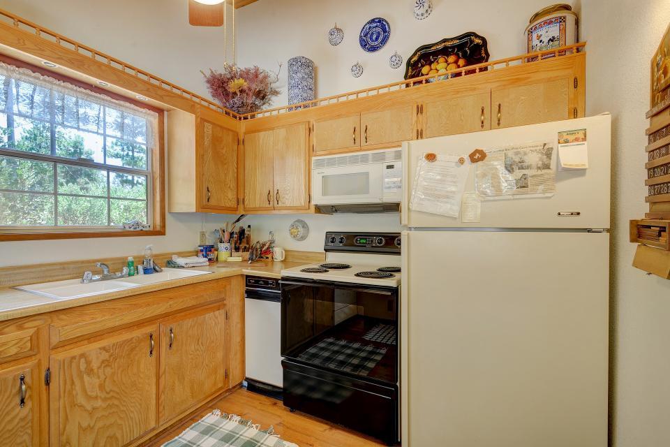 Rustic Pine Manor - Idyllwild Vacation Rental - Photo 13