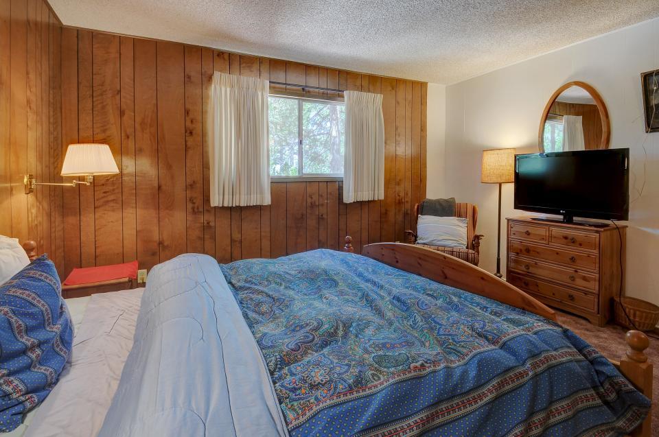Rustic Pine Manor - Idyllwild Vacation Rental - Photo 16
