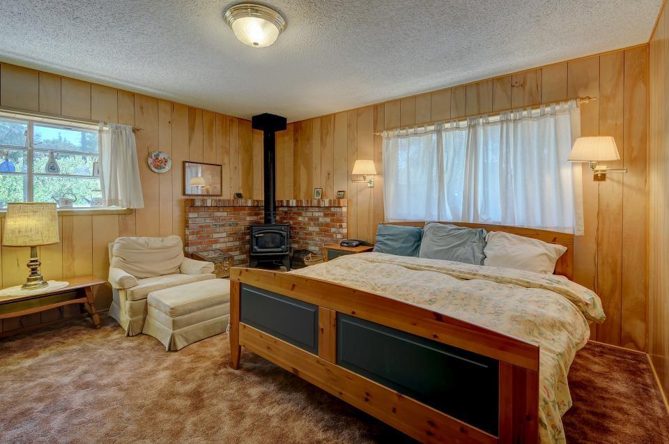 Rustic Pine Manor - Idyllwild Vacation Rental - Photo 20